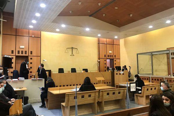 Le procès du père d 'élève ayant agressé et menacé le directeur de l'école Jean Moulin s'ouvre au tribunal de Nîmes