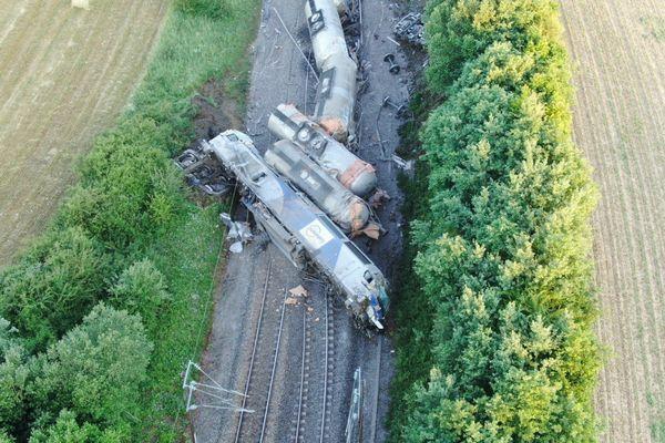 Sept wagons ont déraillé et trois cuves subissent une fuite d'acide phosphorique