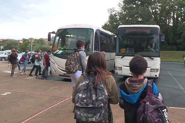 Pénurie de chauffeurs de bus dans les villages catalans du Conflent, les compagnies emploient des chauffeurs étrangers dont certains ne parlent pas français.