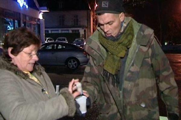 Cathy va à la rencontre des sans domicile fixe tous les lundis soirs.