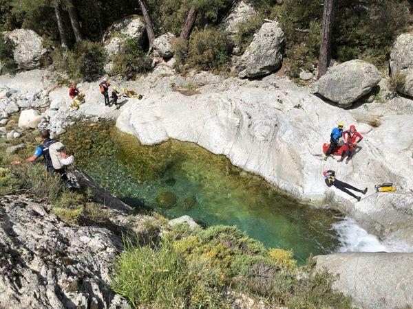 Exercices en canyon pour les pompiers de haute-montagne