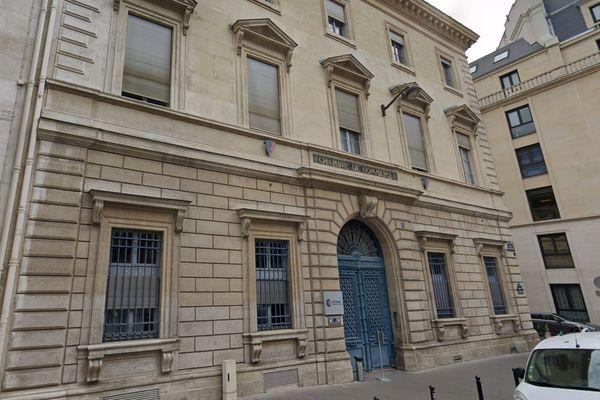 La Chambre de commerce et de l'industrie de Paris, place de la Bourse (IIème arrondissement), abrite également les locaux du CPI Île-de-France. Capture d'écran Google Street View.