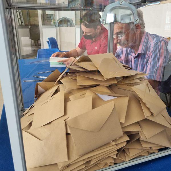 L'urne du bureau de vote de l'école de Toga, à 15 heures.