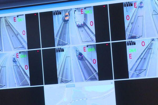 Murs d'écrans de surveillance d'une société de sécurité privée