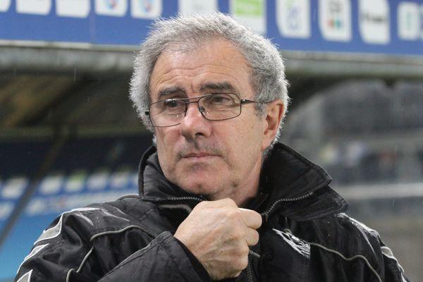 Jacky Duguépéroux n'a plus entraîné d'équipe depuis qu'il a fait monter le Racing Club de Strasbourg en Ligue 2, le 27 mai 2016.