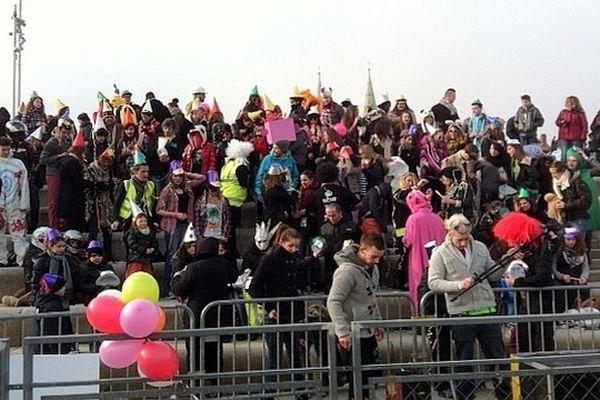 Un Harlem shake a été organisé sur l'esplanade Lamartine, à Mâcon, en Saône-et-Loire, samedi 23 février 2013