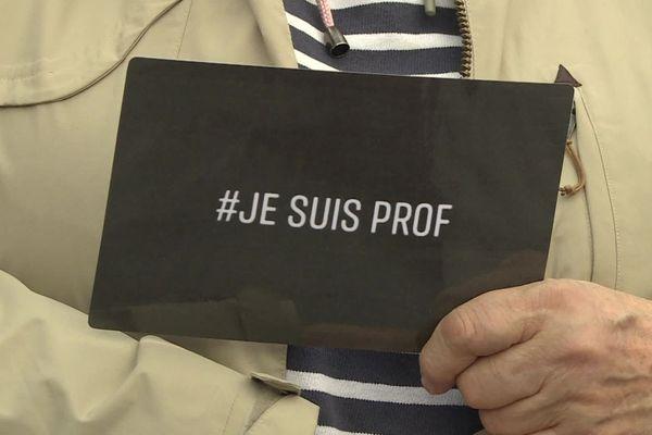 Un rassemblement place Kléber à Strasbourg dimanche dernier pour afficher une profonde solidarité à l'égard des enseignants qui témoignent de la difficulté d'exercer leur métier aujourd'hui