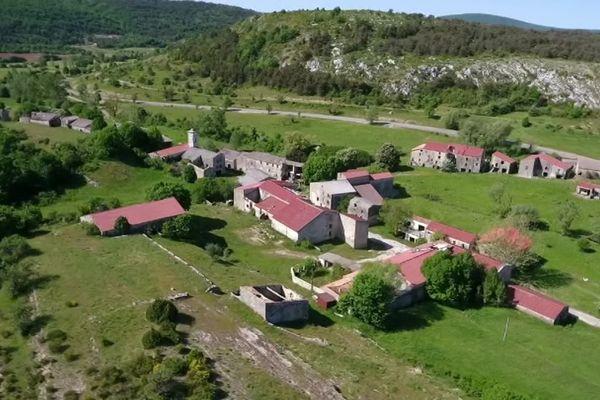 Les habitants de Brovès ont du laisser leur village à l'armée en juin 1974