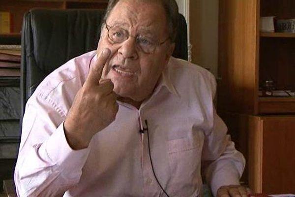 Roland Povinelli, le maire socialiste d'Allauch, dans son bureau ce jeudi après-midi.