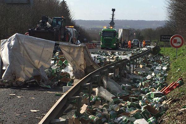 26 tonnes de fûts de bière renversées sur l'A84 : l'autoroute fermée entre Caen et Rennes