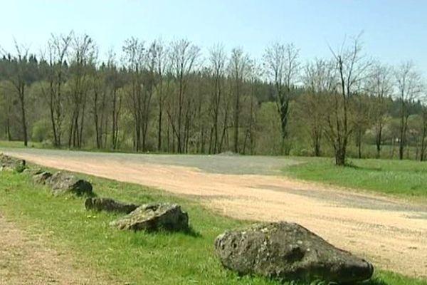 C'est sur ce site de la commune du Rousset, en Saône-et-Loire, que le groupe Pierre et Vacances souhaite implanter un Center Parcs.
