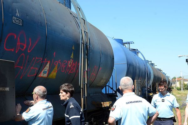 Sept citernes placées sur des wagons, contenant environ 3.500 hectolitres de vin espagnol ont été vidées dans la nuit de mardi à mercredi à Trèbes.
