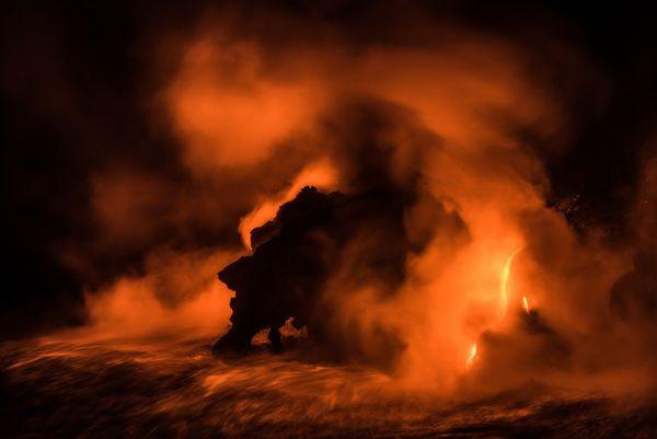 Le visage minéral découpé par les vapeurs de lave, capturé à Hawaï par Barbara Dall'angelo.