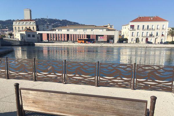 Un enseignant du collège Victor Hugo à Sète a tenté de s'immoler par le feu sur le parking de l'établissement.
