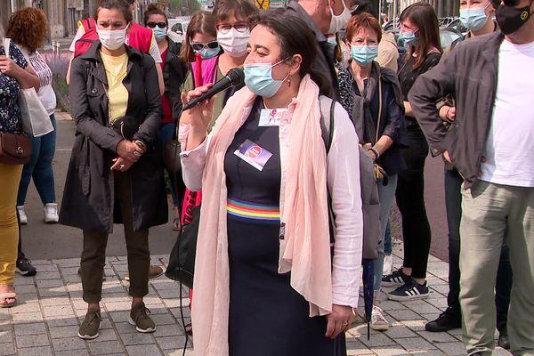 Une soixantaine d'AESH mobilisés devant le rectorat de Rouen, soutenus par des enseignants