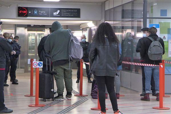 11 mai 2020, les voyageurs contrôlés en gare des Aubrais (Orléans)
