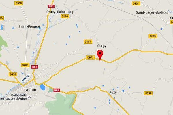 Un incendie s'est déclaré dans une exploitation agricole à Curgy, en Saône-et-Loire, lundi 29 juin 2015.