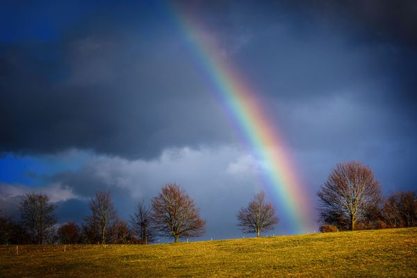 Derrière l'arc en ciel l'espoir d'un rayon de soleil