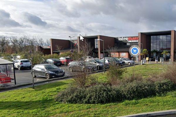 Les faits se sont déroulés sur le parking de ce supermarché, la victime a été secourue par les pompiers vers 2h du matin.