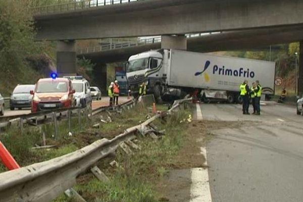Camion accidenté, lundi 3 novembre 2014, A20 ( Limoges)