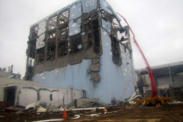Le 11 mars 2011, 3 des 6 réacteurs de la centrale de Fukushima fonctionnaient lorsque leur alimentation électrique a été coupée par le tsunami, entraînant une surchauffe puis une fusion de leurs coeurs. Aujourd'hui, les nouvelles normes de sécurité en France, 11 ans après ce drame, ne sont pas encore toutes appliquées.