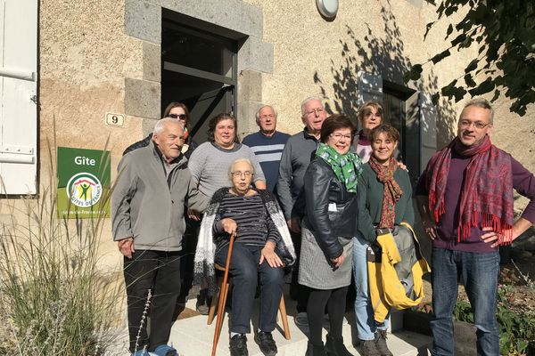 Le temps d'un week-end prolongé, cette famille se retrouve dans un gîte aménagé dans un ancien presbytère à Thiat en Haute-Vienne.