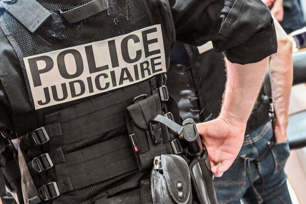 L'enquête de la police judiciaire, à la suite d'une fusillade le 3 août 2021 à Nantes, a conduit à la mise en examen d'un mineur pour tentative de meurtre en bande organisée