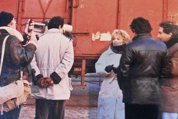 1986 : France Gall et Michel Berger sur les quais du port de Rouen pour suivre l'embarquement de l'aide humanitaire à destination du Sahel