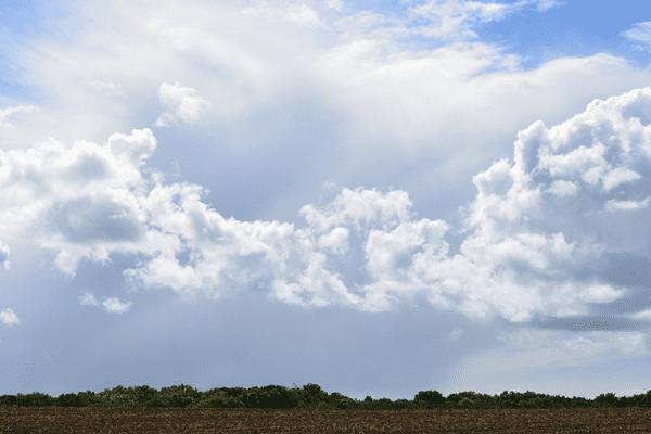 Les nuages et de petites pluies finiront par l'emporter sur les éclaircies...