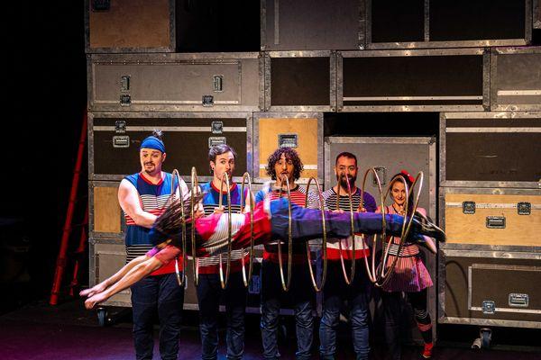 Les six acrobates de la Flip Fabrique