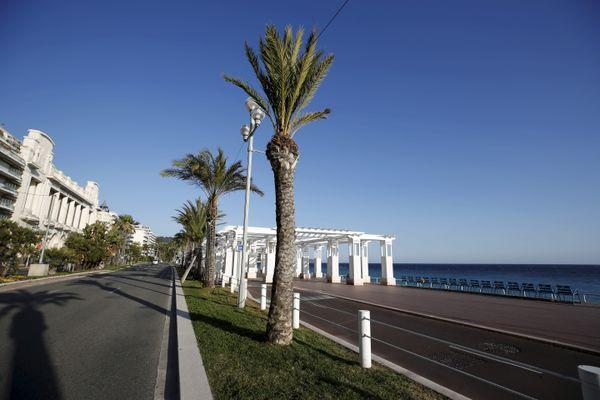 A Nice, la promenade des Anglais déserte, le 28 février, lors du confinement local