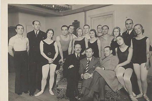 Miró, photographié lors de sa collaboration avec les Ballets de Monaco