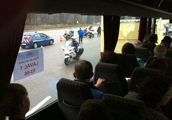 A partir de Chartres, les bus sont escortés