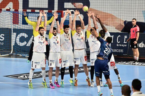 Montpellier a repris la tête du Championnat de France de handball en dominant (33-28) Nantes jeudi en clôture de la 24e journée de Division 1. Michaël Guigou, âgé de 36 ans, a inscrit son 1000e buts en championnat avec son club de toujours.