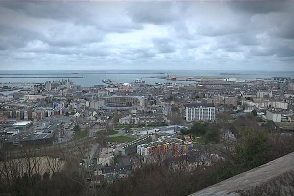 Horizon nuageux et grisaille d'automne sur Cherbourg, ce samedi...