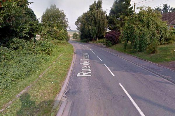 Le motard a fait une sortie de route sur la D29 à Gouzeaucourt, dans le Cambraisis.