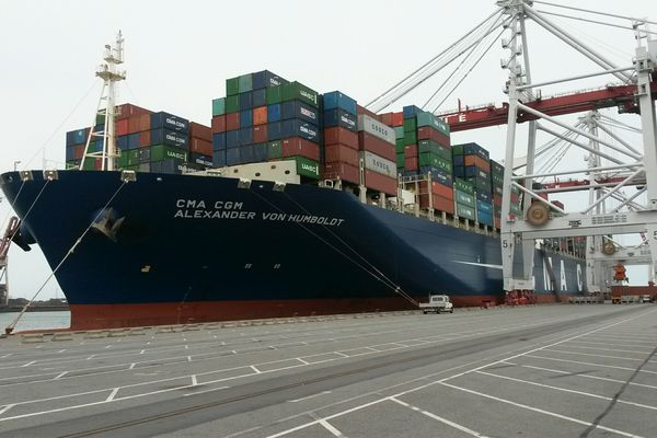 """Le """"Alexander Von Humboldt"""" (CMA-CGM) a fait escale moins de 24h dans le port de Dunkerque"""
