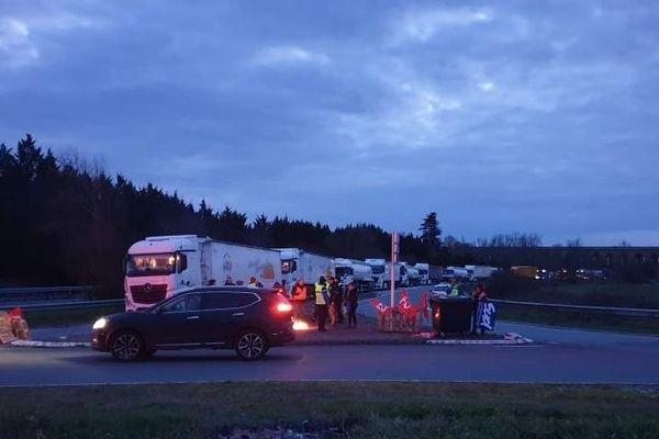 File de camion bloqués ce mercredi matin à Saint-Vincent de Paul