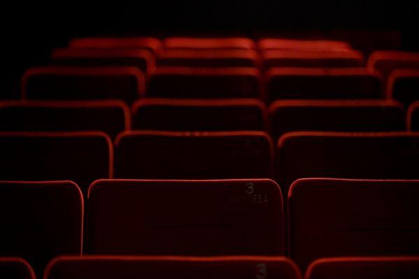En l'absence de public dans les salles, certaines comme La Comédie de Nîmes tentent de contourner les restrictions sanitaires en proposant des spectacles en streaming.