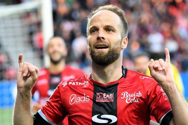 Étienne Didot célèbre un but face à Monaco le 21 avril 2018 au Roudourou