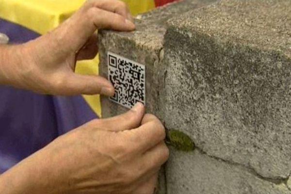 Un discret pictogramme transforme la tombe en sépulture interactive