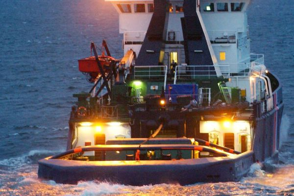 L'Abeille Flandre est un remorqueur de haute mer, spécialisé dans le sauvetage de navire en détresse.