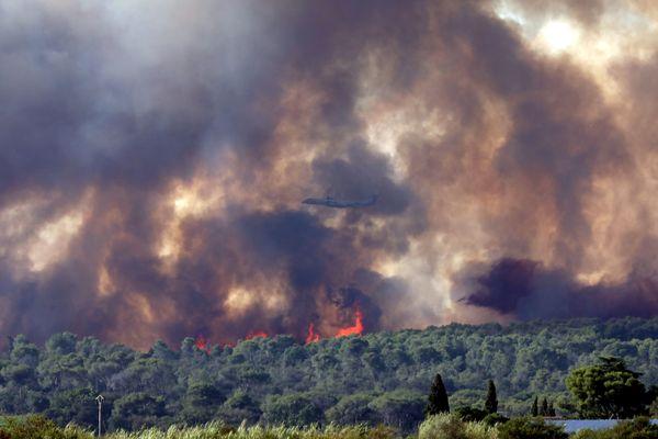Incendie dans le Gard, des pompiers de l'Ardèche et de la Drôme en renfort, la piste criminelle est privilégiée
