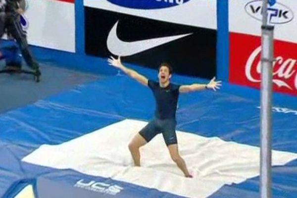 Renaud Lavillenie vient de sauter à 6'16m à Donesk