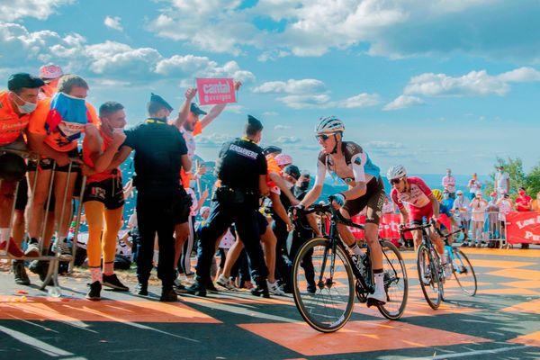 Victime d'une commotion cérébrale, l'auvergnat Romain Bardet de l'équipe AG2R abandonne à la fin de la treizième étape du Tour de France.