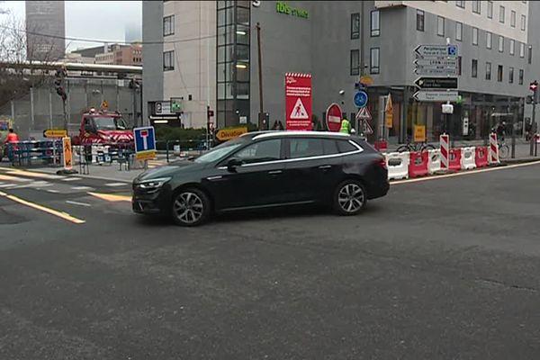 L'avenue Pompidou entre le boulevard Vivier-Merle et la rue Villette est fermée à toute circulation à partir du 5 mars 2018. Y compris pour les piétons, les cyclistes et transports en commun.