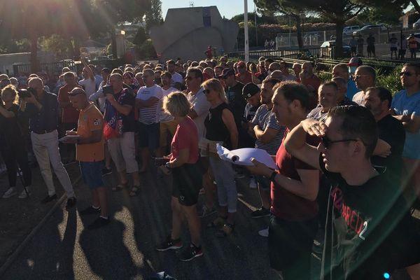 300 supporters réunis devant le stade Raoul-Barrière en soutien au projet de rachat de l'ASBH par Christophe Dominici