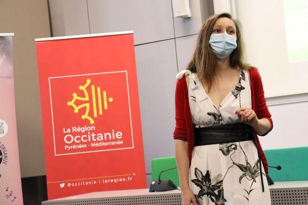 """Mathilde Guérin lors de la finale régionale du concours """"Ma thèse en 180 secondes"""" le 31 mars 2021."""