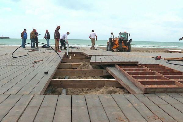 Agde (Hérault) - les travaux de construction des établissements de plage ont repris- 14 mai 2020.