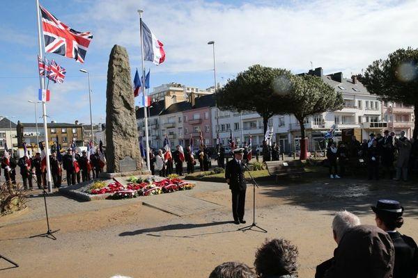 En 2016, cérémonie en mémoire du Commando Britannique, place du Commando, réaménagée depuis.